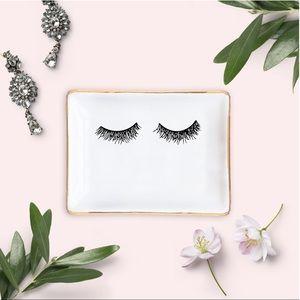$12 Bundle Item 🦋 Eyelashes Jewelry Dish